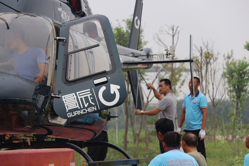 直升机气垫托运固定现场